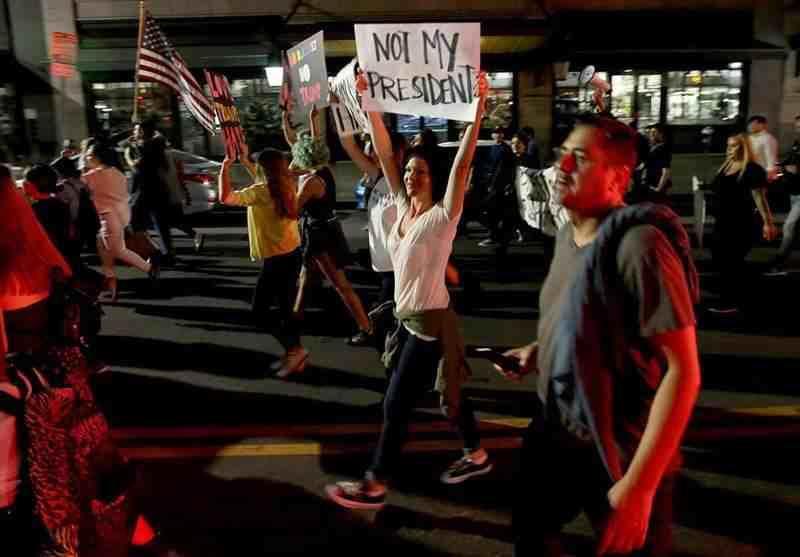 تظاهرات علیه نتایج انتخابات در چهتعداد از شهرها و دانشگاههای آمریکا برگزار شد